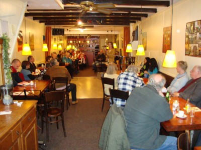 Het gezellige restaurant-cafxe9-chantant Asher