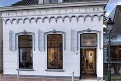 Galerie RAR, het gebouw (het oude Gemeentehuis van Spijkenisse uit 1886)