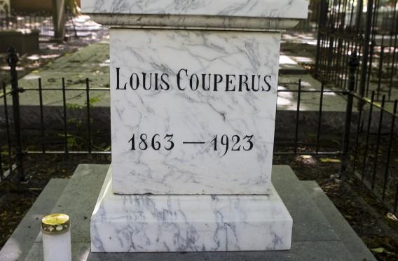 Het graf van Louis Couperus op Begraafplaats Oud Eik en Duinen in Den Haag (foto: ANP)
