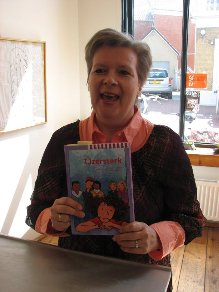 Mieke van Wieringen gaat lezen uit haar kinderboek IJzersterk