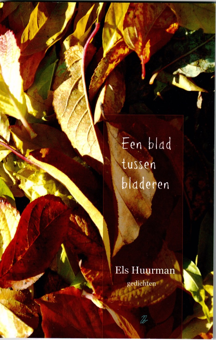 Boekomslag EEN BLAD TUSSEN BLADEREN  van Els Huurman