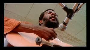 Richie Havens tijdens zijn optreden op Woodstock 1969
