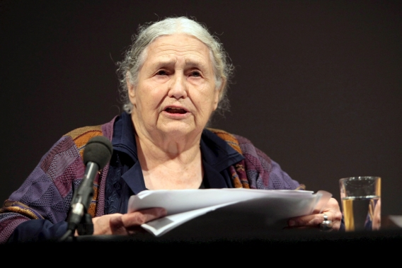 Doris Lessing in Hamburg in 2006. Foto EPA / Oliver Berg