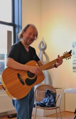 Willem, de huistroubadour van LiteRAR en Muziek