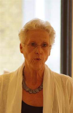 Marijke van Geest was de derde dichter van de groep Schrijvers tussen de kassen. Zij sloot de optredens van de dichters af.