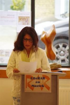 Mahsa las uit haar Nederlandse gedichten.