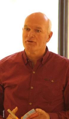 Jaap van Oostrum was een van de drie optredende dichters van de groep Schrijvers tussen de kassen.