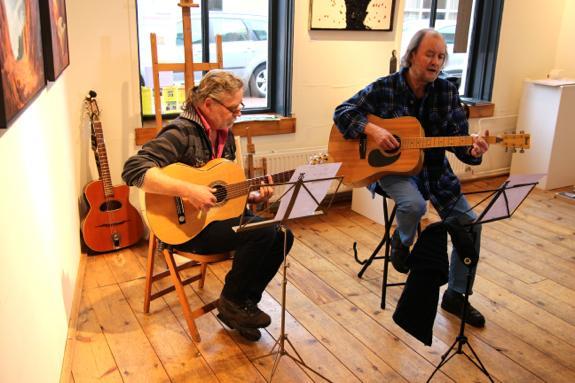 Troubadour Willem zette een aantal gedichten van Augusta Peaux op muziek en vertolkte deze, met begeleiding van Ron Albronda ook op gitaar, op deze eerste editie van het Augusta Festival.